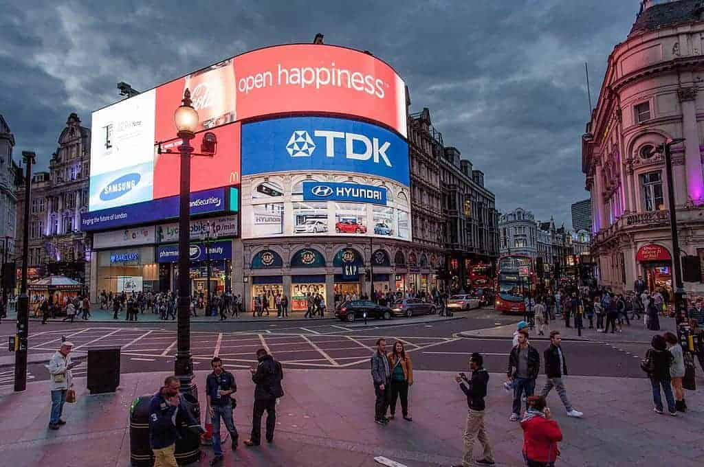 Outdoor led video wall Picadilly Circus